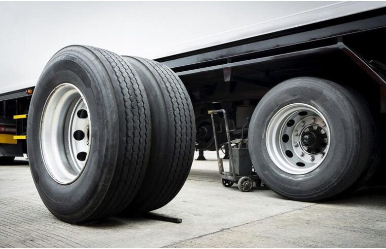 How to change a truck's tire